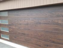 Planks design in walnut with obscure windows